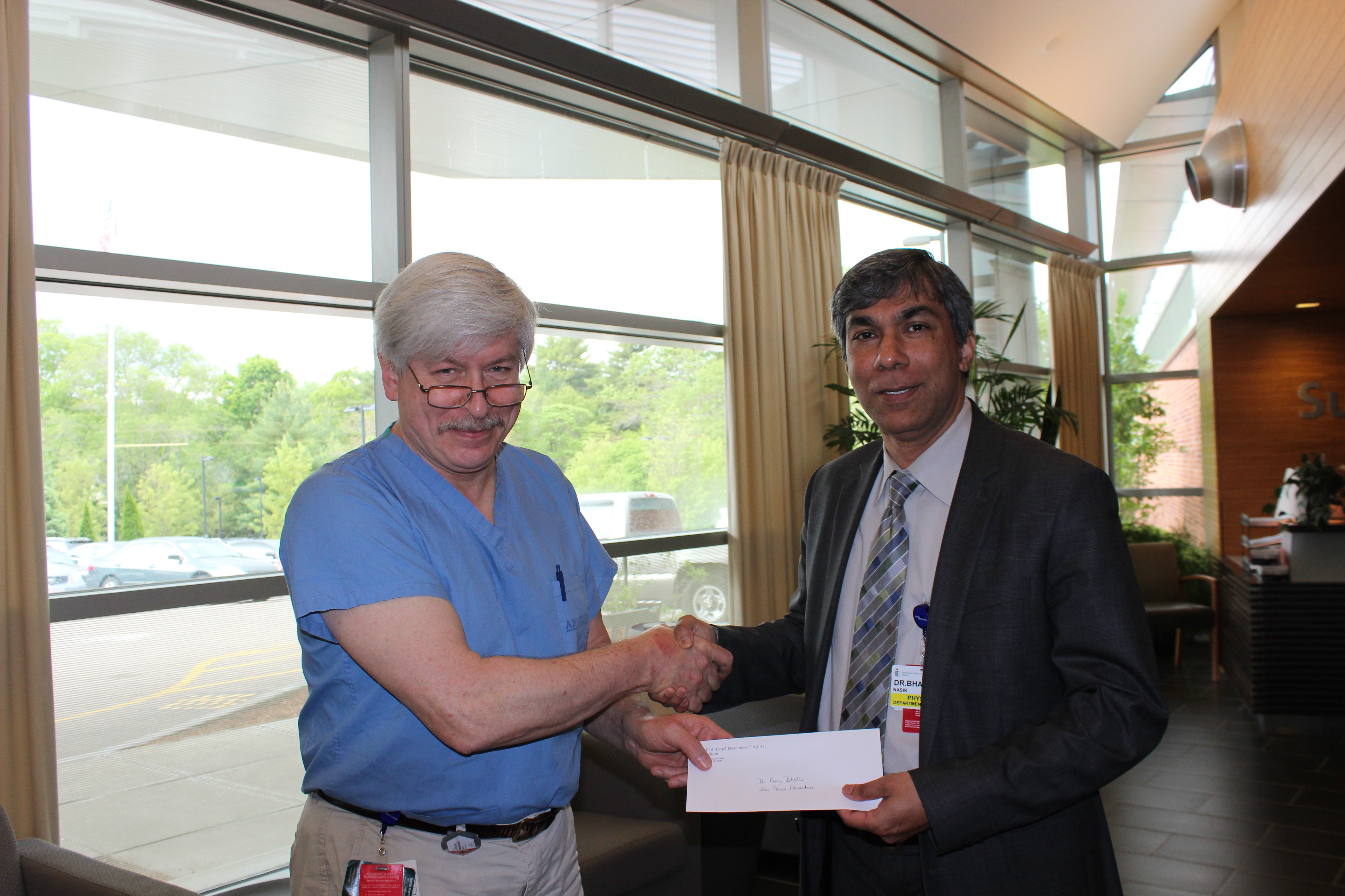 Dr Nasir Bhatti receiving 2nd place prize for creative writing at Milton-Beth Israel Hospital